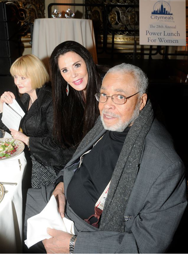 Barbara Lazaroff visits James Earl Jones at the 2014 Citymeals on Wheels fundraiser